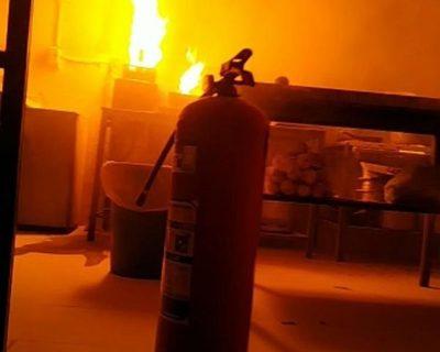 Se incendia cocina de local gastronómico