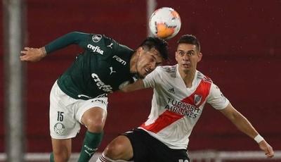 HOY / Palmeiras, con un pie y dos dedos en la final, recibe a un River que reza por el milagro