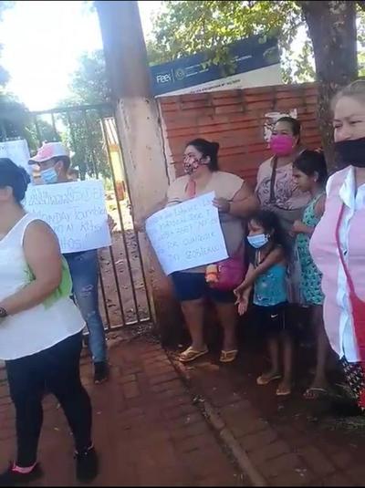 Padres de familia franqueños claman por cestas básicas para humilde escuela