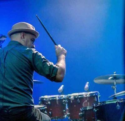 Luis Chaparro celebra a la música
