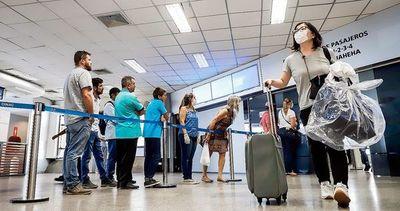 Maleteros nunca fueron contratados y no volverán al aeropuerto, reafirma directivo de Dinac
