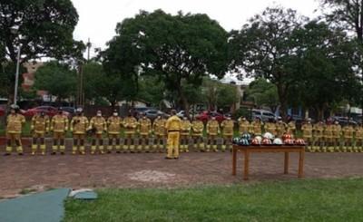 Bomberos recibieron nuevos EPI y oficiales superiores son distinguidos
