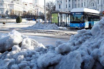 Helada histórica y movilidad mínima en un Madrid apabullado por el hielo