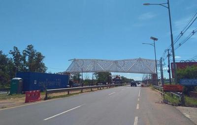 """En vez de camas para UTI, gobierno construye """"puente de oro"""""""