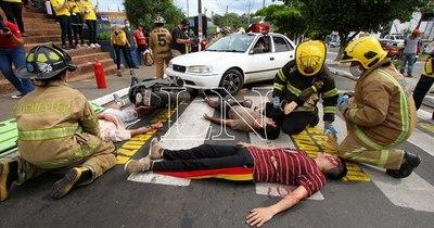"""La Nación / """"Pará, mirá y cruzá"""", la campaña que busca evitar accidentes en Lambaré"""