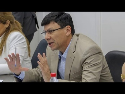 HARMS INSISTE EN ABRIR EL DEBATE SOBRE LA REELECCIÓN Y LA REFORMA CONSTITUCIONAL