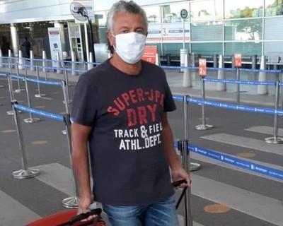 Pipo Gorosito arriba a Asunción y se reúne con directivos de Olimpia
