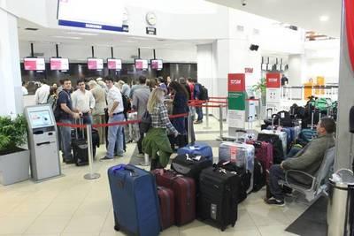 Maleteros del Aeropuerto Silvio Pettirossi exigen indemnización de G. 70 millones para cada uno