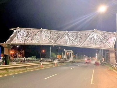Pasarela de Ñandutí: 'La obra no está inclinada, sino que no está terminada', explica MOPC