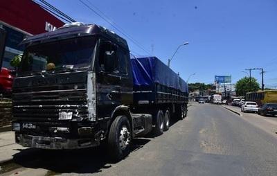 ¿Puede un camión de gran porte circular por avenidas de Asunción?