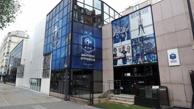 HOY / Primera reunión en Francia para negociar reducción de sueldo de futbolistas