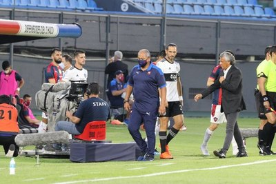 Olimpia ya recibió el ofrecimiento de un ex técnico de Cerro Porteño
