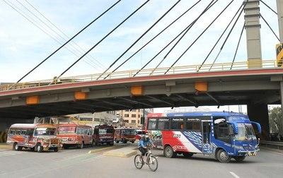 Transportistas bolivianos reclaman con una huelga diferir el pago de créditos