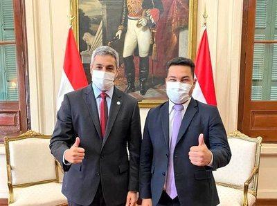 Abdo y candidato de Concordia Colorada en Pilar, Fernando Ramírez, se reúnen en Palacio de López