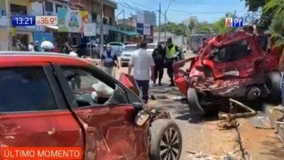 Video: momento en que camión con 32 mil kilos de carga atropella  a 8 vehículos en avenidas de Asunción