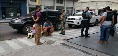 Detuvieron a una pareja que se dedicaba al delivery de drogas