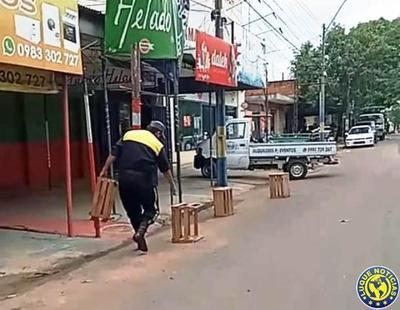 """PMT retiró carteles y conos de espacios """"reservados"""" por comerciantes •"""