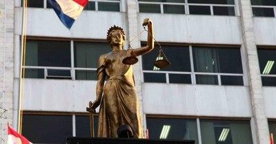 La Nación / Acusan y piden juicio oral para el abogado Gregorio Gómez por adulterar pagaré