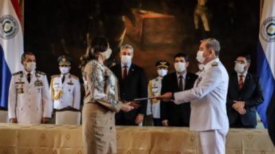 Armada Nacional recibió título de propiedad del Parque Nacional Vapor Cué