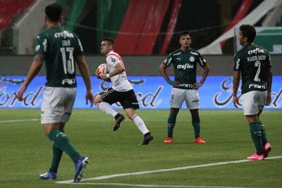 Con el VAR a su favor, un horrible Palmeiras pasa a la final