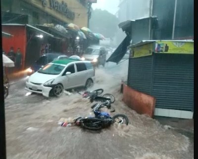 Crónica / Raudal tarova se llevó motos y todo en CDE