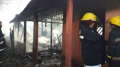 Incendio de vivienda en el barrio Costa Alegre – Prensa 5