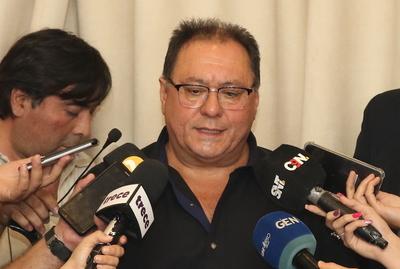 Sin mencionarlo, Alderete sugiere a Villamayor que renuncie a su cargo
