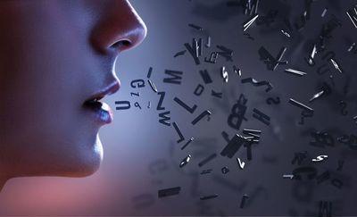 "Sheila Queralt, detective de la lengua:  ""por la boca muere el malo"""