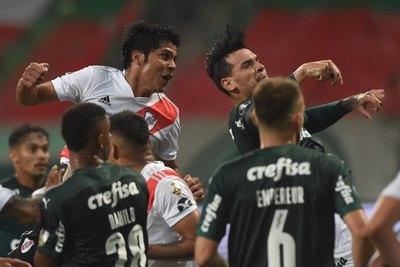 Palmeiras-River: El golazo y expulsión de Rojas, más la lesión de Gómez