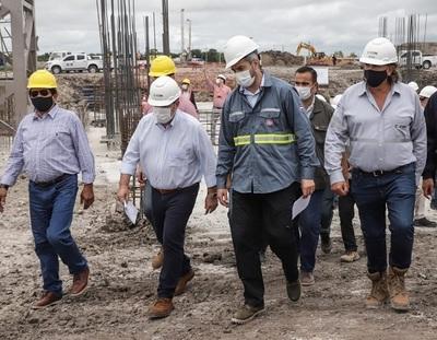 Abdo Benítez visita y destaca construcción de cementera del Grupo Cartes
