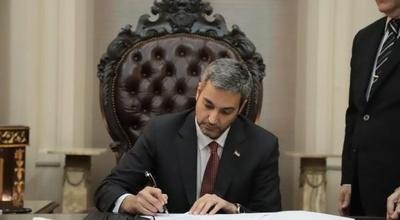 Mario Abdo Benítez vetó la ley de expropiación de Marina Cue