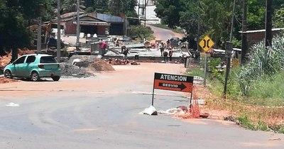"""La Nación / Construcción de puente en San Antonio: """"No hay mayores avances, estamos aislados y cansados"""""""