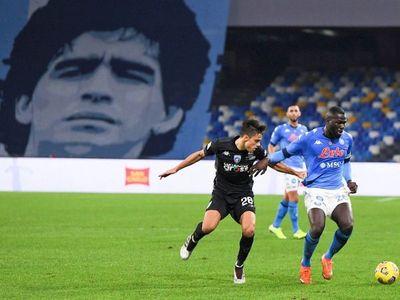 Lozano y Petagna envían al Napoli a cuartos