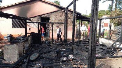 Incendio consume parte de vivienda a raíz de cortocircuito en Coronel Oviedo