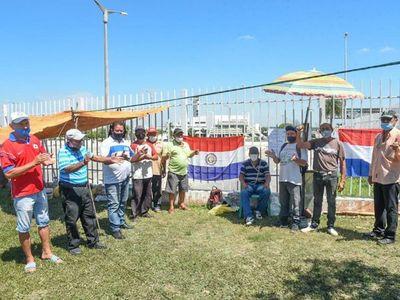 Maleteros exigen mesa de diálogo con autoridades de Aeropuertos