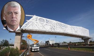 """Bajoneado por críticas al puente """"crochet de ñandutí"""", Wiens bloquea al rollo en redes sociales"""