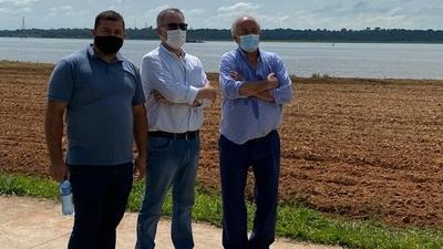 Senador visita obras de nueva costanera de Salto del Guaira