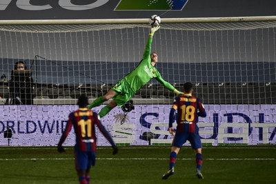 Los penales favorecen al Barcelona y es finalista de la Supercopa de España