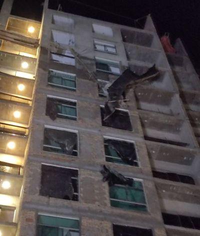 Obrero muere tras caer de un andamio a 8 pisos de altura en Villa Morra