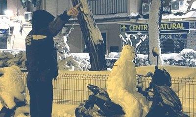 """Crónica / Un """"zorro"""" multó a un muñeco de nieve ndaje"""