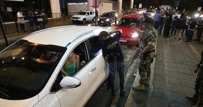 La Nación / Refuerzan control de viajeros mediante instalación de más puntos de entrada al país