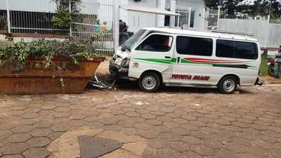 """""""Toreta"""" se fuga con furgoneta arrastrando a un policía y choca contra contenedor de escombros"""