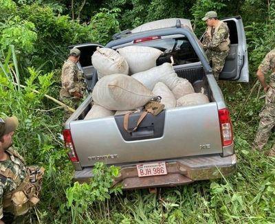Antidrogas encuentra abandonada una camioneta repleta de droga en Capitán Bado