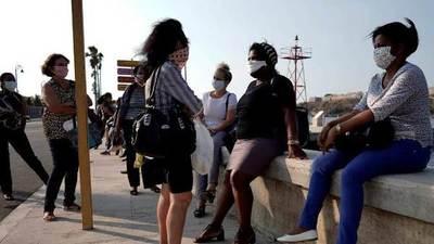 Cuba cierra escuelas, bares y reduce el transporte para contener el coronavirus en La Habana