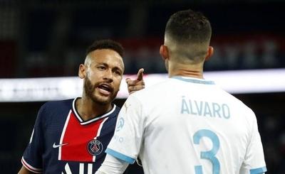 HOY / Neymar y Álvaro González vuelven a su duelo en las redes sociales