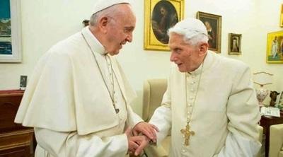 Francisco y Benedicto XVI se aplican la vacuna contra el Covid-19