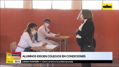 Alumnos exigen colegios en condiciones para volver a clases