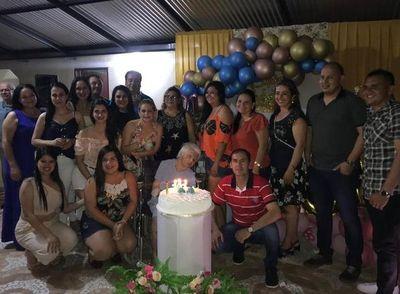 Ameno festejo por los 101 años de una tejedora en Yataity