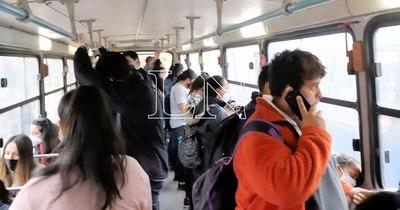 La Nación / Siguen controlando el uso de tapabocas en buses, asegura viceministro