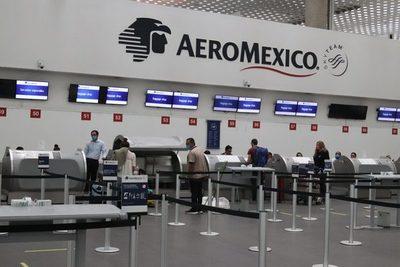 Aeroméxico despedirá a 374 sobrecargos tras caída del 54,2 % de pasajeros